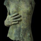 Eros pietrificato con mano